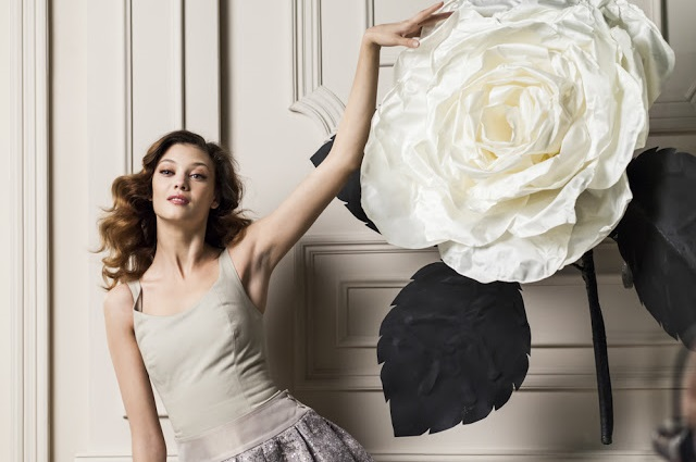 adolfo dominguez agua fresca rosas blancas foto con modelo